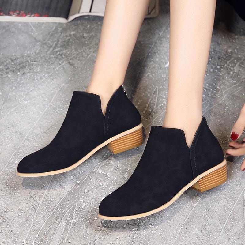 أحذية اللباس 2021 أحدث الكلاسيكية الأزياء الاتجاه العلامة التجارية مصمم الأحذية سميكة مع رئيس جولة السيدات مريحة في الهواء الطلق يوميا