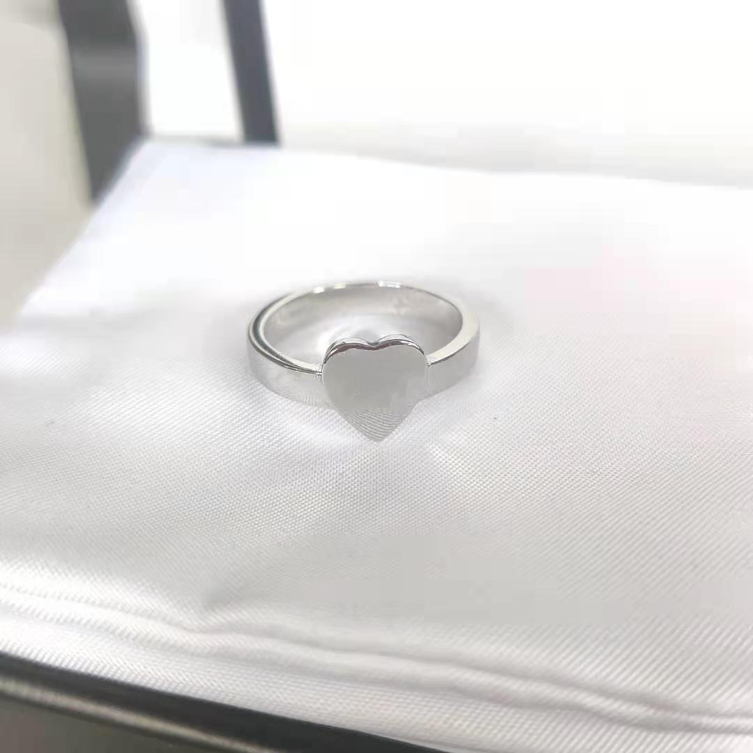 Anello caldo del cuore di vendita calda dell'anello dell'anello placcato argento di alta qualità Anello della coppia di tendenza romantica Fornitura dei monili dell'ingrosso