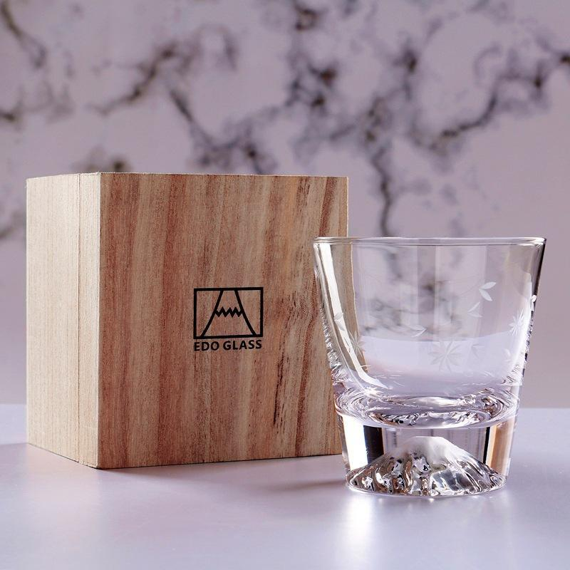 Einfache Weingläser im japanischen Stil Whisky S-Glas-Kaffee-Tee-Milchbecher mit Holzkiste