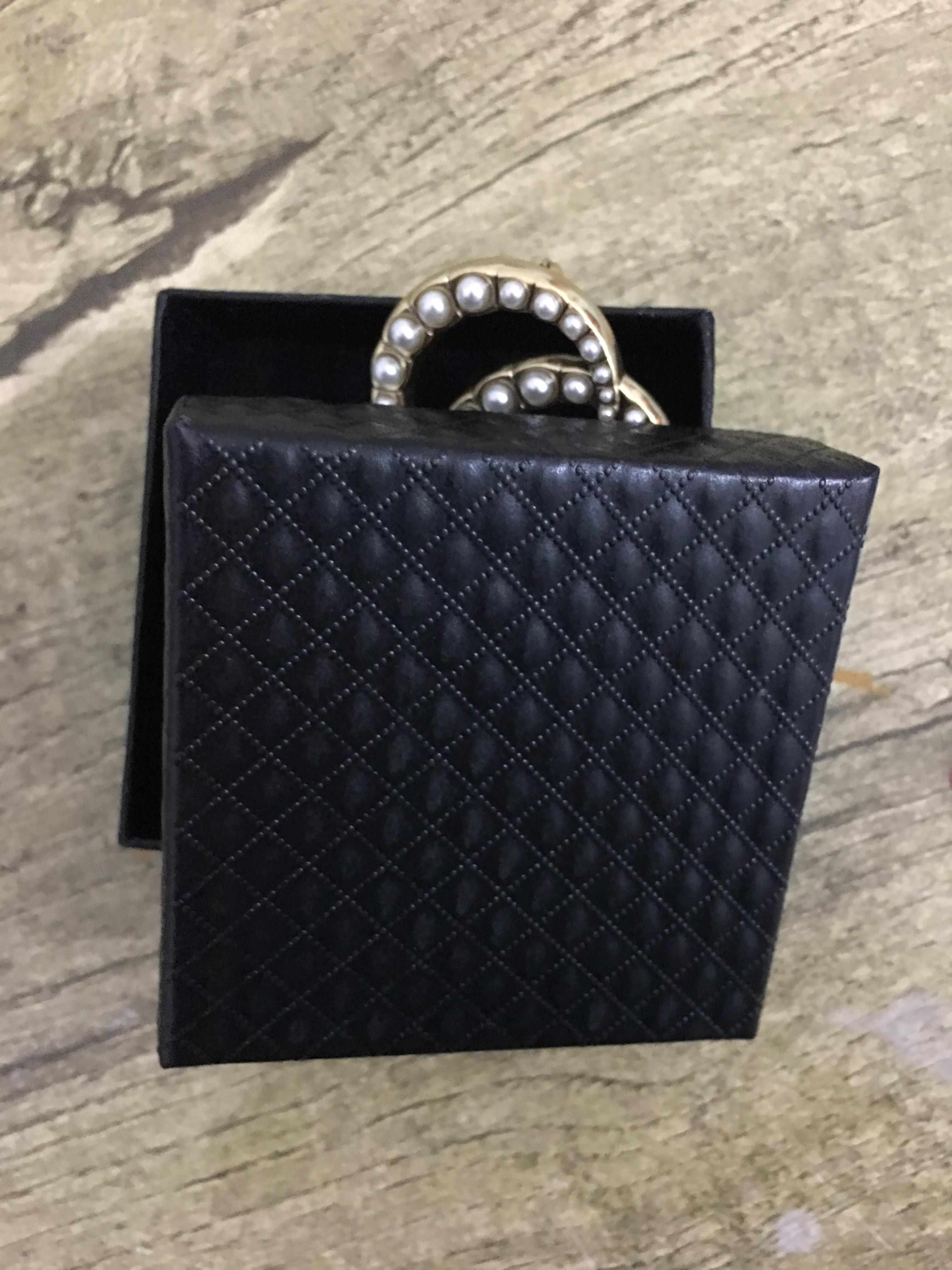 2021 Broche française européenne et américaine Broche simple Veste à la mode avec des perles de diamants, sans décoration, grande marque, livraison rapide de haute qualité