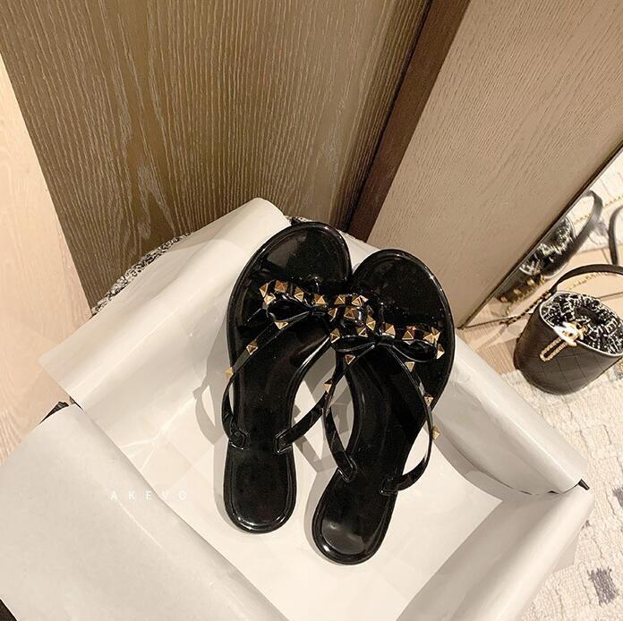2021 Femme Sandales d'été Rivets Big Bowknot Flip Flops Beach Sandalias Femininas Chaussures de créateurs de gelée à plat size 36-42