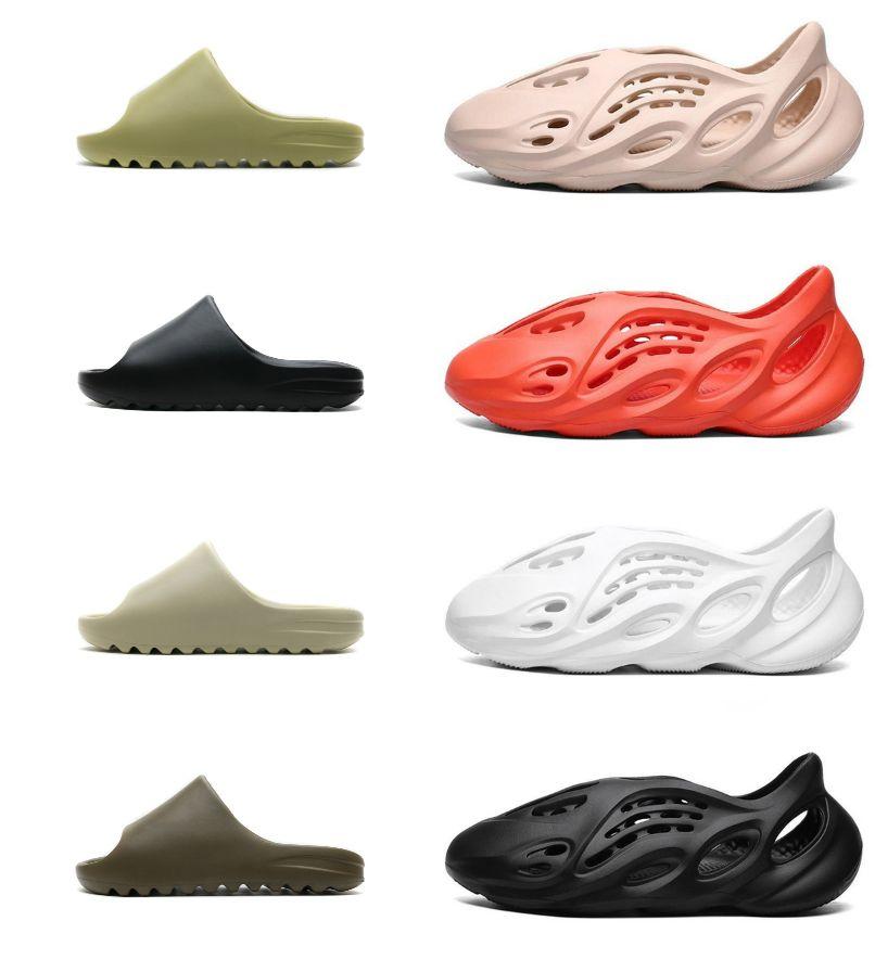 2021 Slaps Slippers Foam Runner Desert Sand Triple Black Bone Blanco Resina Diapositiva Sandal Sandal Slipper Summer Brown Flat Outdoor Chaussures Tamaño 36-45
