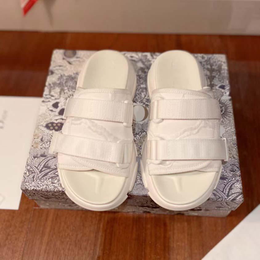 Top Chinelos de Qualidade Mulheres Sapatos Luxurys Designers Sanals Sandálias Verão Praia Ao Ar Livre Moda Lady Doméstica Slide Flip Flip Flops com Box Home011 31