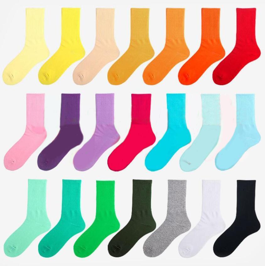 Bunte Männer Frauen Sports Socken Mode Designer lange Sockenwith Buchstaben Vier Jahreszeit Hohe Qualität Womens and Herren Strümpfe Casual Socke