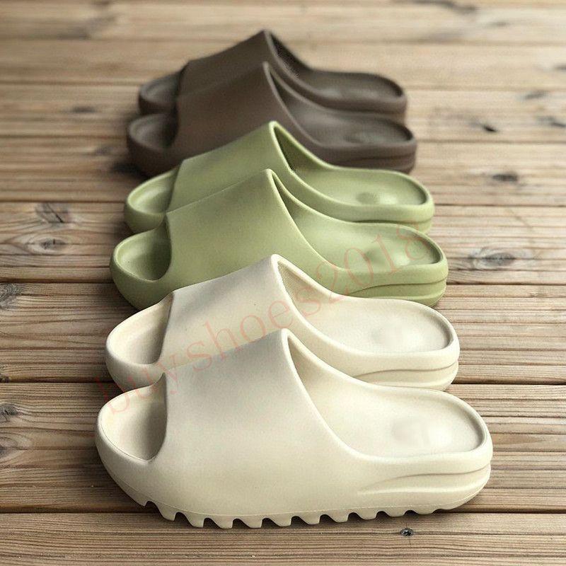 2021 الصنادل الأحذية الأزياء شبشب الصحراء الراتنج الراتنج الأرض البني الصيف منصة صندل رغوة عداء الثلاثي الأسود العظام الأبيض الرجال النعال 36-Kanye West45