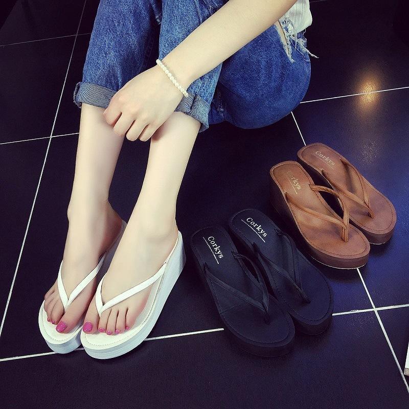 Viento verano mujer de tacón alto de tacón de cuero de la placa de la placa de la sandalia del estilo extranjero de la pendiente del talón del talón del talón del talón del talón del tacón de la playa del pie flip flop