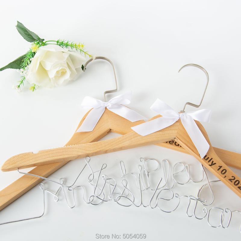 Таможенное свадебное платье вешалка, персонализированные подвесные подружки невесты, подарок свадебной душа, лазерные гравированные вешалки для вешалок
