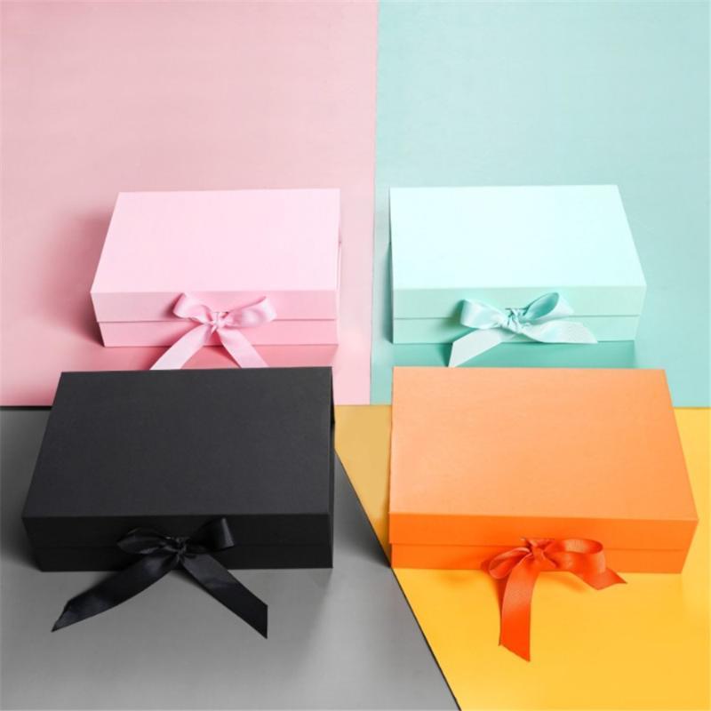 Boîte d'enveloppe cadeau avec fermeture magnétique pliante de ruban satiné pour la demande de demoiselle d'honneur de mariage et le stockage