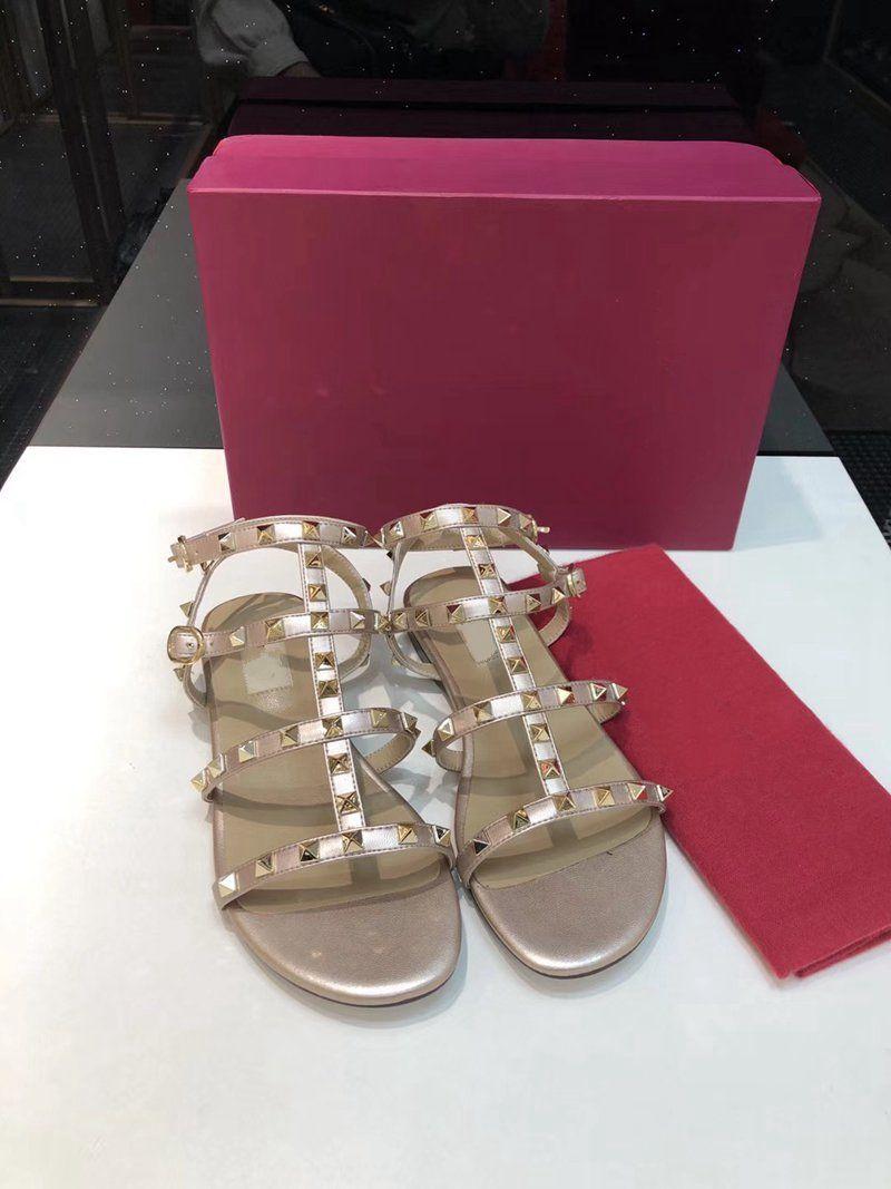 Taille de la vente 35-41Fashion Femmes Designer Sandales Nouvelle Arrivée Chaud Rivets Style Classic Double Sangles Double Sandal Designer Sandale plate