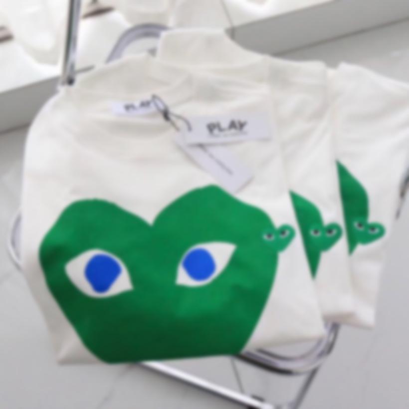 Pareja camisa CDG Play Comes T Shirts Corazón Deporte Tees des Garcons Pablo Bordado Manga corta Hombres Mujeres Camisetas