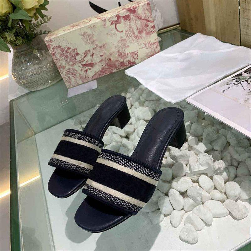 2021 Designer Pantofole in pelle tacchi alti sandali blu rosso ricamato denim signore tacco basso tacco estate spiaggia all'aperto cause infradito scarpe con scatola