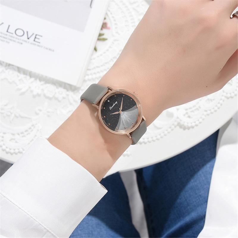 Wristwatches Women's Watches Round Dial Leather Band Fashionable Collocation Quartz Wrist Watch For Women Ladies Clock Orologio Donna Lusso