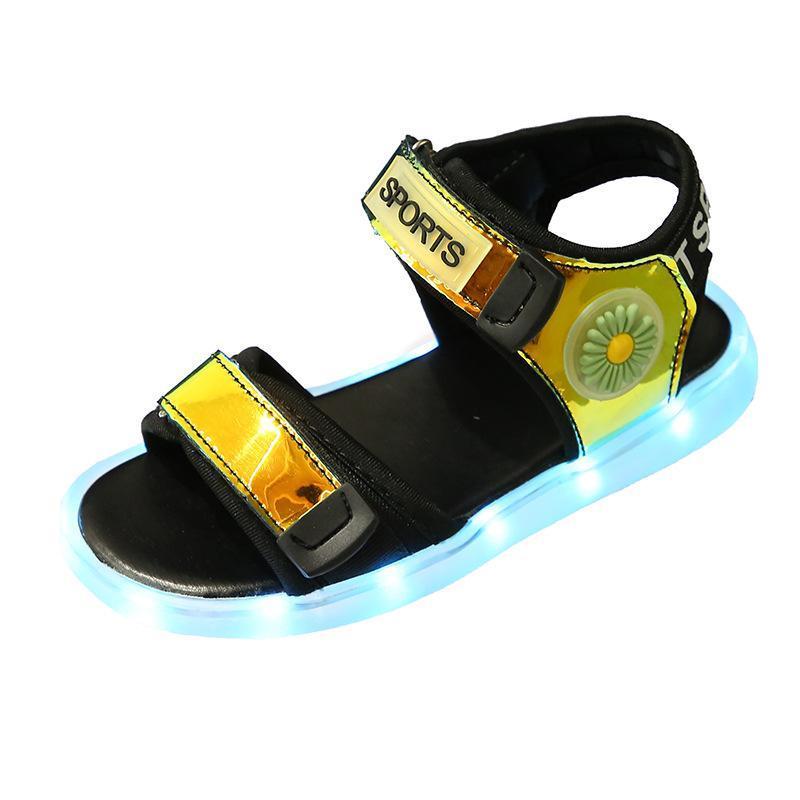 Sandalet Kızlar LED Renk Aydınlık 2021 Sequins Çocuklar Çocuk Yumuşak Soled Moda Yaz Ayakkabı Bebek Işık