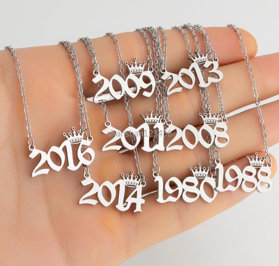 الفضة الذهب سنة العدد تاج قلادة قلادة سلاسل الفولاذ المقاوم للصدأ سنوات الولادة سنوات القلائد للنساء الفتيات الأزياء والمجوهرات سوف والرمل