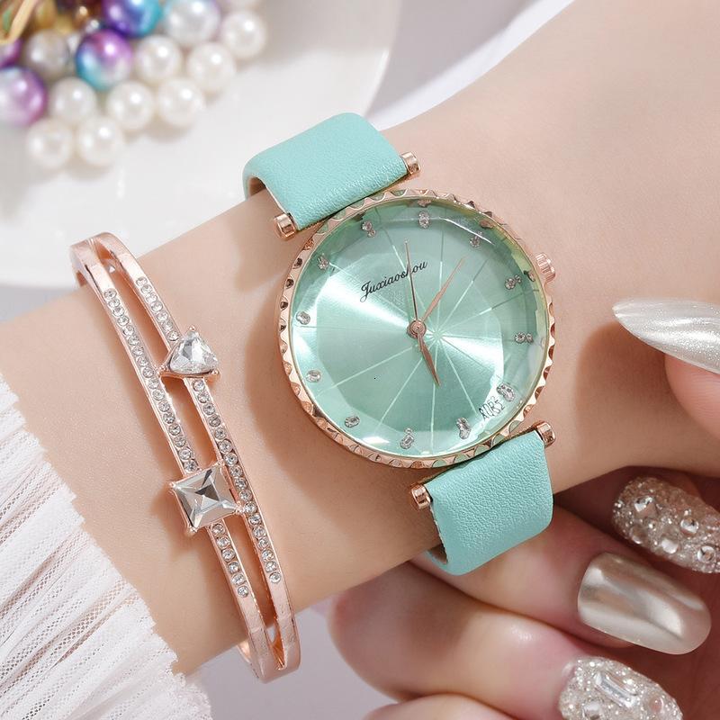 regarder le loisir coréen simple dame numérique dame de quartz bracelet costume de mode