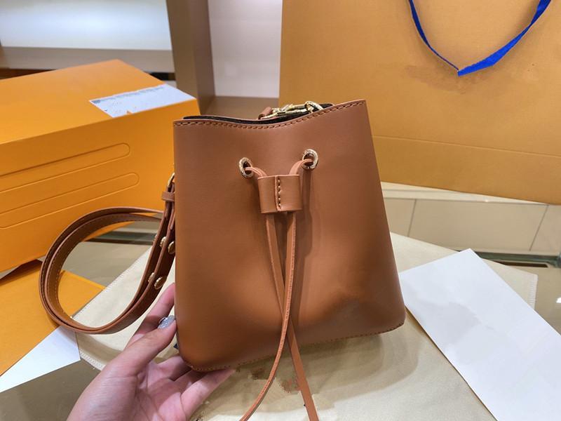 Einfache und modische Damen Umhängetasche 2021 High-End-Atmosphäre Luxus Handtasche Große Kapazität Frau Designer Rucksack Preis Rabatt Fabrik Verkäufe