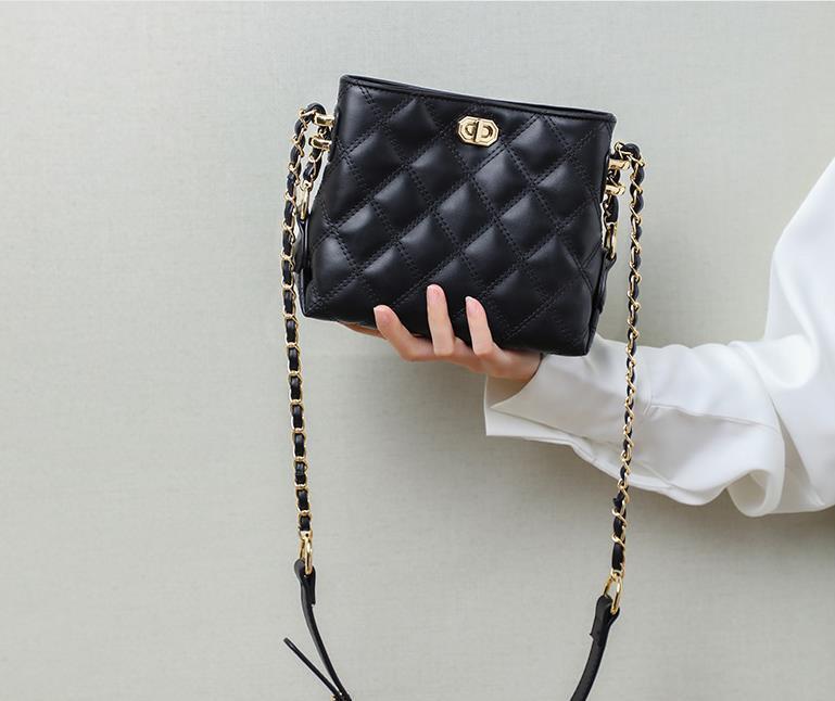 Femmes luxuries designers sac 2021 nouvelles dames en cuir véritable sacs à main Bandbody Sacs de mode à l'épaule de mode Chaînes de treillis de diamant pour femmes