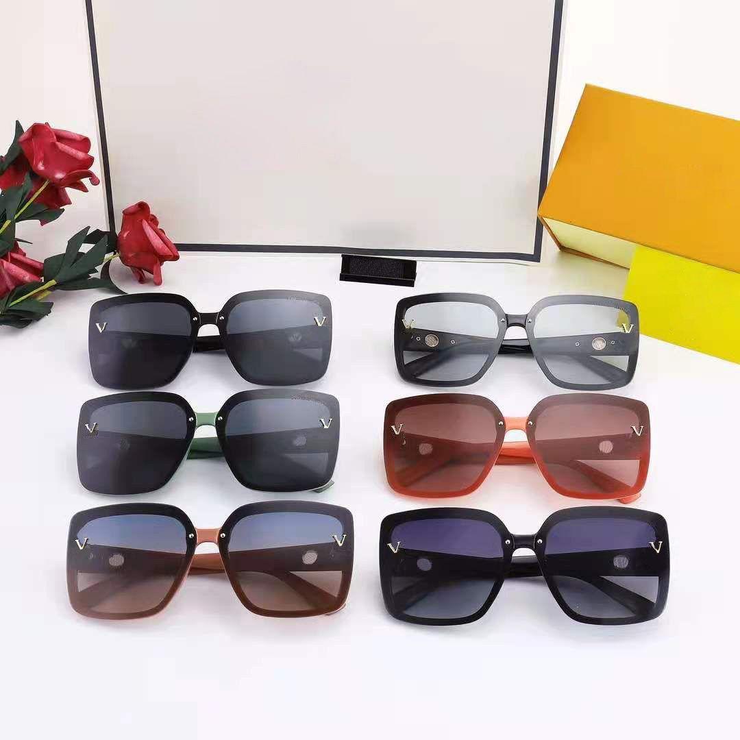 Lunettes de soleil Verres de vacances à l'homme Femme Summer Street Mode UV400 Plein Cadre 6 Couleur Qualité supérieure avec boîte