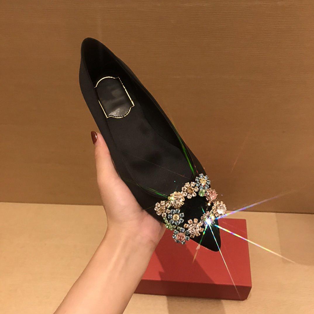 2021SS Luxus Klassische Frauen Flache Schuhe mit Blumenbohrer Europäischen Station Mode Matching Frühlingsfeder und Herbst Vertriebsgröße35-40
