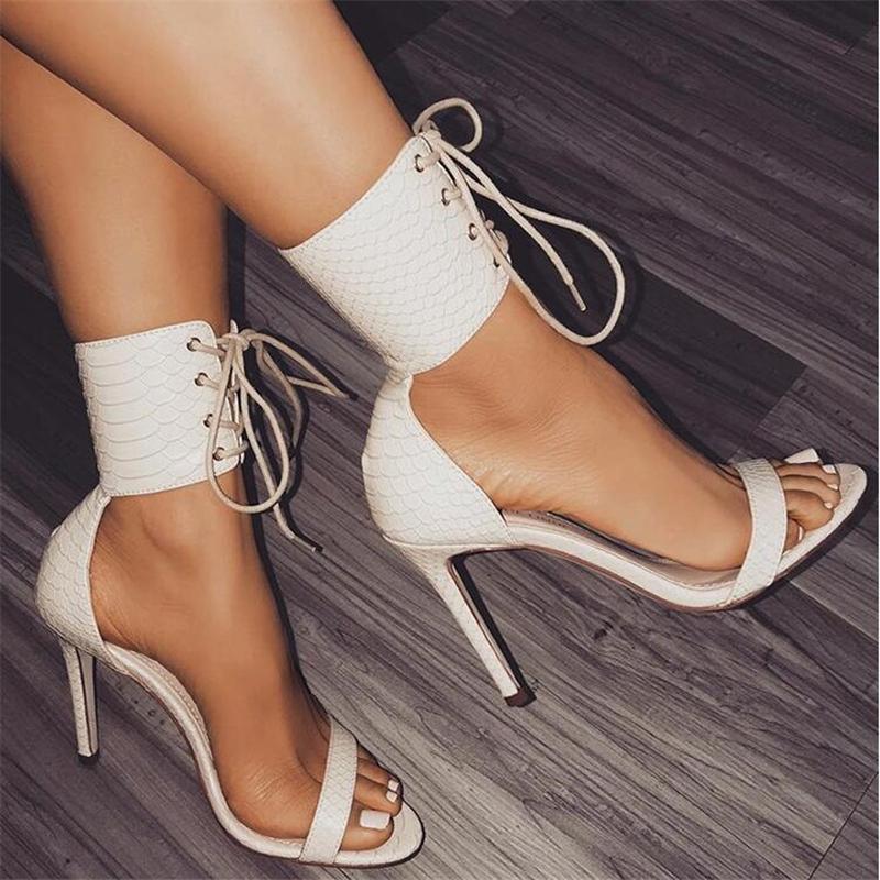 Roma toka kayış ayakkabı kadın sandalet seksi gladyatör lace up peep toe yüksek topuklu kadın ayak bileği çizmeler siyah beyaz elbise