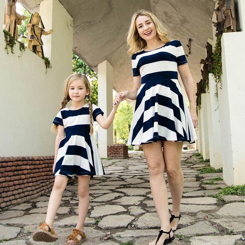 Familie Matching Outfits Mutter Tochter Kleider Kind Kleidung Mädchen Kleidung Baumwolle Sommer Kurzarm Gestreifte Kinder Strand Kleid Casual B6288