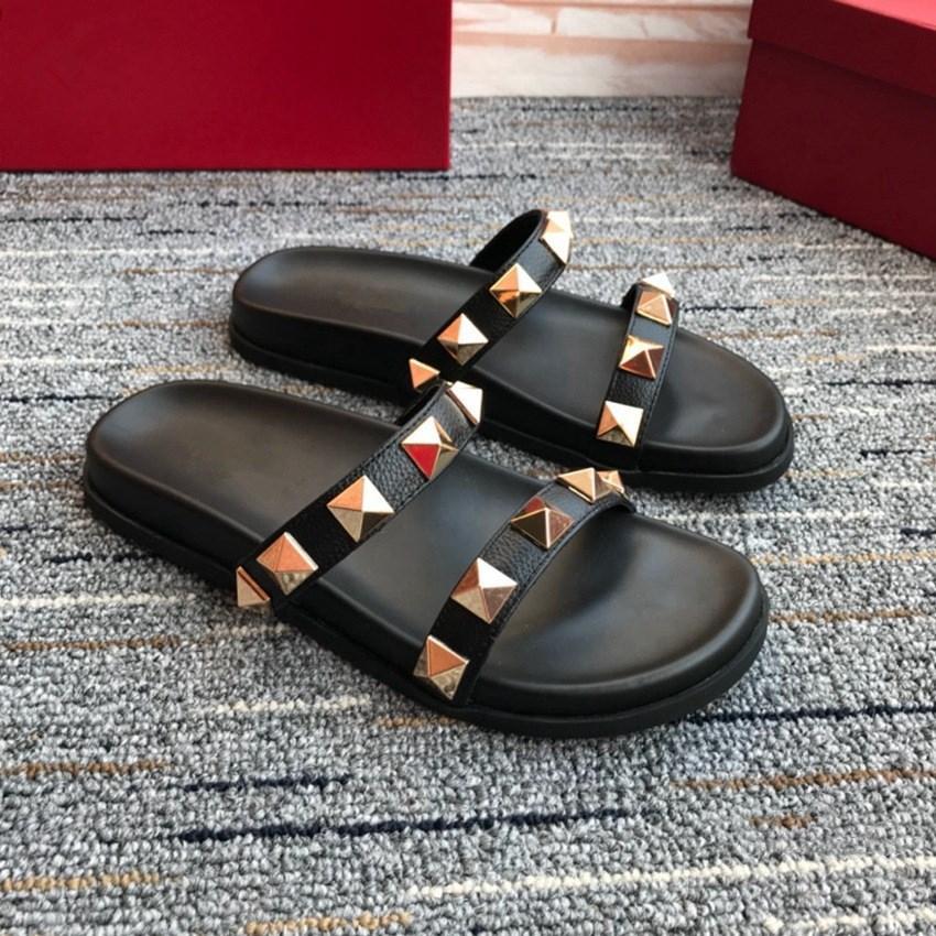 الصيف الصنادل المرأة جلدية مسطحة المسامير المسامير عارضة أحذية كل مباراة أزياء المرأة النعال المسامير الأحذية