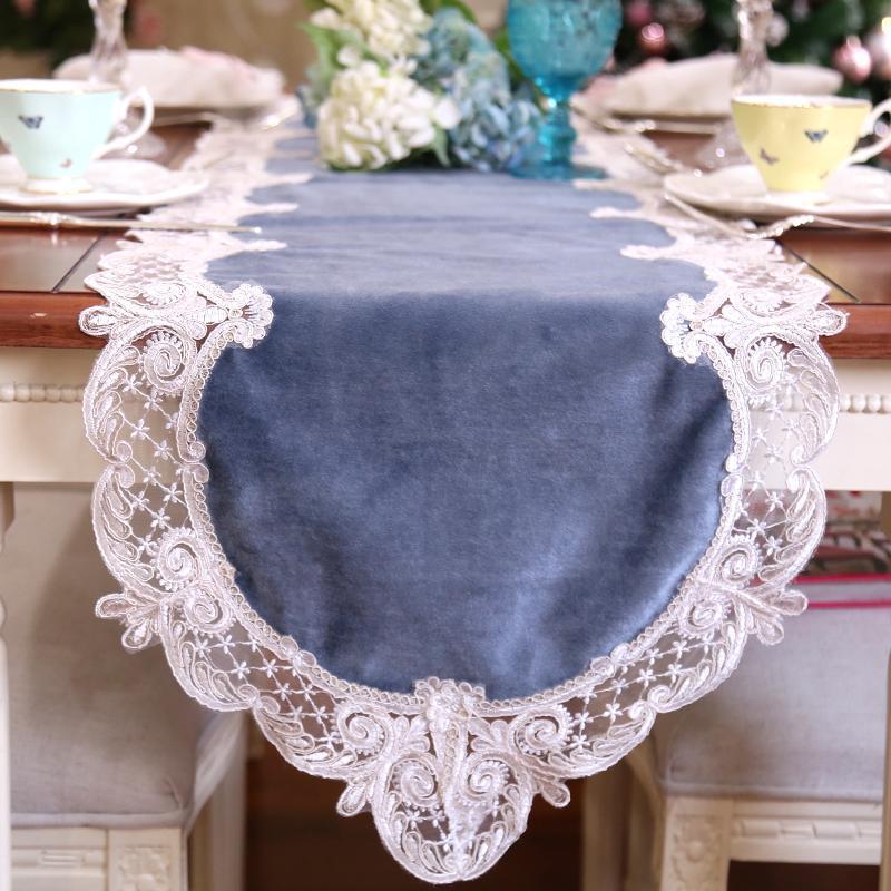 Drapeau de runneur de table de velours de style avec couvercle de piano en dentelle tissu brodé