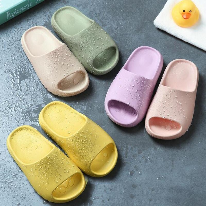 Zapatillas para niños Chica Shoes Shoes Summer Srowdler Flip Flops Suave Bebé Bebé Interior Zapatillas Playa Amor Zapatos Niños Estilo Familiar