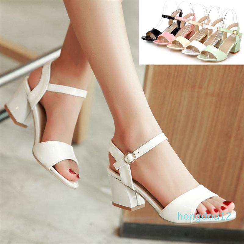 Moda Qualità Donne Summer Summer Chunky Tacchi Brevetto Leather Shoes Classic Ankle Strap Fibbia Open Toe Sandali Nero / Bianco / Verde