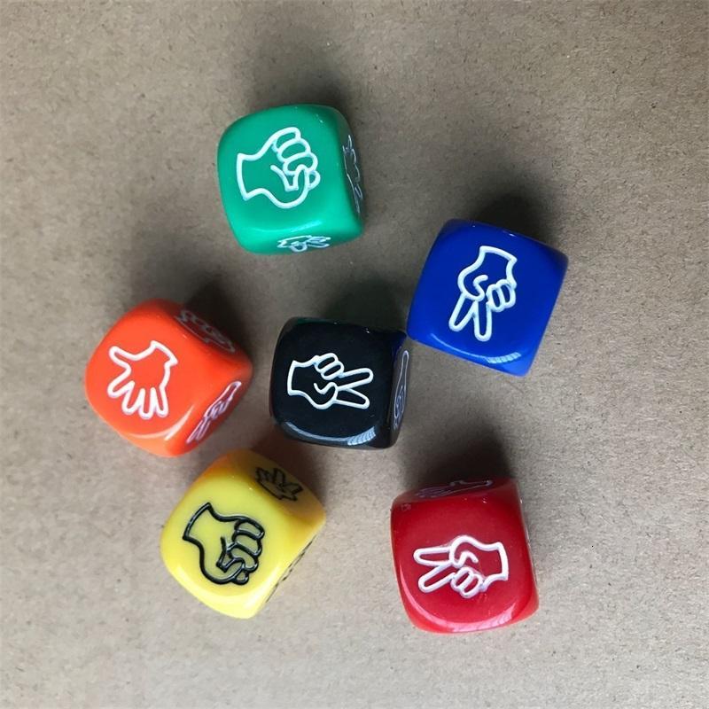 2pcs 재미 있은 주사위 보드 게임 장난감 창조적 인 손가락 추측 게임 주사위 바위 종이 가위 게임 가위 스톤 패밀리 파티 385 Z2