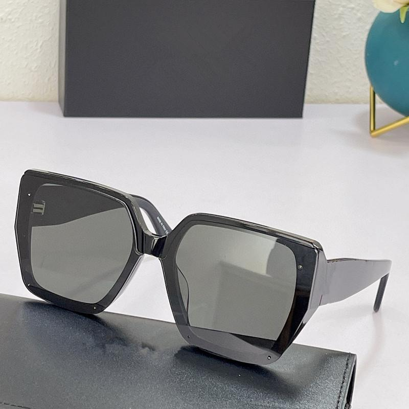 Óculos de sol para homens e mulheres Estilo de verão Anti-ultravioleta 81K placa retro quadro completo quadrado moda óculos aleatório caixa