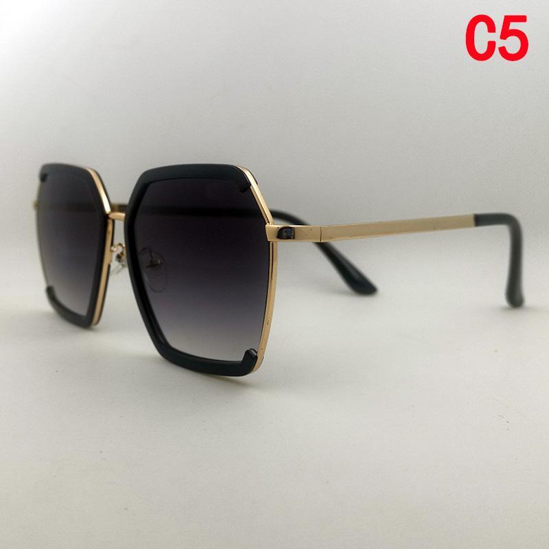 Neue Mode Frauen Luxurys Designer für Frau Sonnenbrille Squae Grau Metall Outdoor Top Qualität Übergroße Sonnenbrille Retro Klassische Gläser