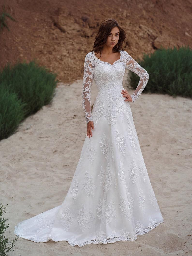 2022 Vestios de Novia 레이스 업 - 라인 웨딩 드레스 V 넥 아플리케 긴 소매 정원 정원 우아한 신부 드레스가 뒤틀림을 볼 수있는 우아한 신부 드레스