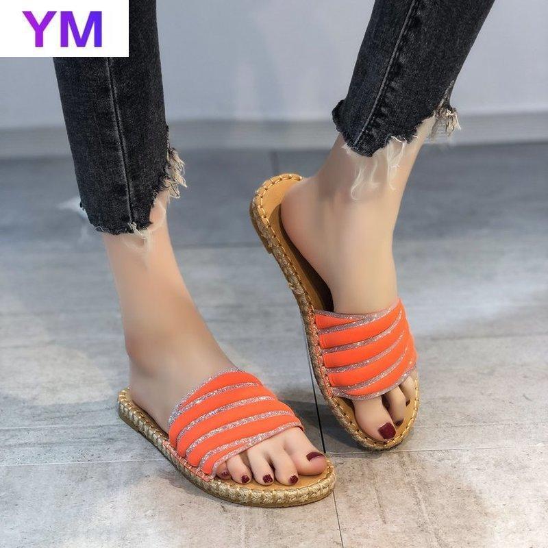 Color de caramelo Mujeres de verano Diapositivas de verano 2021 Bling Crystal Outside Fashion Damas Zapatillas de viaje Piso brillante con zapatos de mujer casual 43