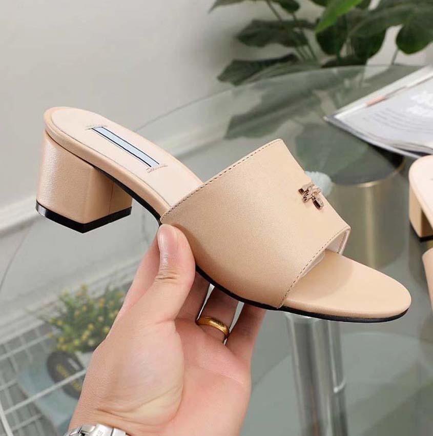 Mulheres chinelos Sandálias de calcanhar deslizam verão moda largura lisa chifre escorredas chinelos flip flops home011 py08