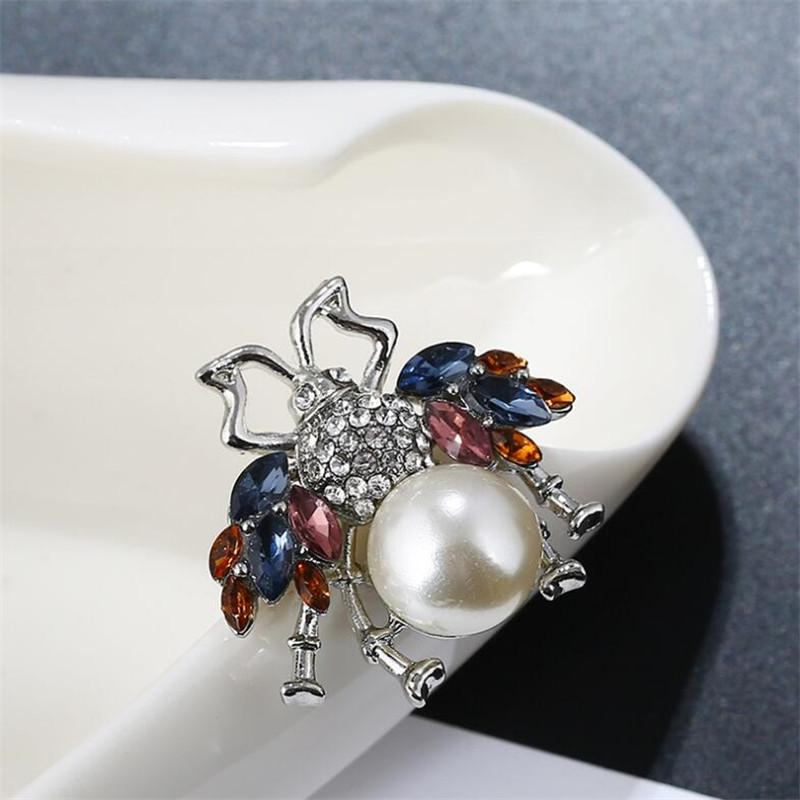 Classic Bee Crystal Female Pins Personality Animal Adjustable Women Brooches Outdoor Street Style Chest Pin Jewelrry