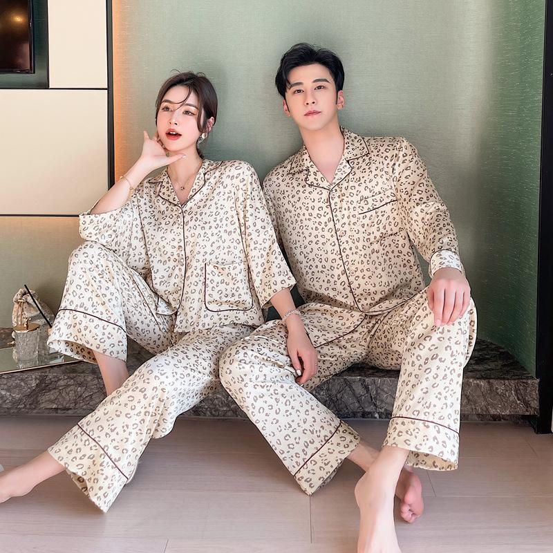 커플 레오파드 셔츠 2pcs 잠옷 세트 봄 가을의 나이트웨어 캐주얼 턴 다운 칼라 잠옷 느슨한 새틴 홈 착용 남자