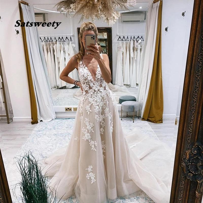 Elegant A-Line Wedding Dress 2021 V-Neck Lace Appliques Backless Tulle Sweep Train Marriage Bride Gown Vestidos De Noiva
