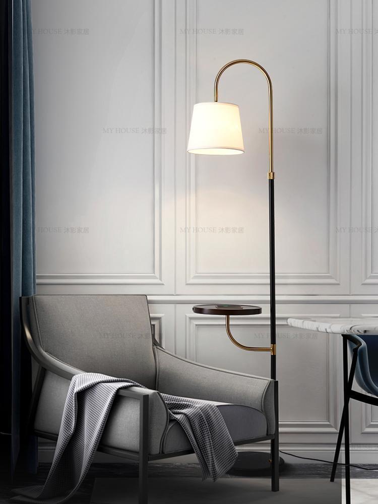 북유럽 플로어 램프 거실 커피 테이블 침실 침대 머리맡의 무선 충전 선반 미니멀리스트 라이트 럭셔리 램프