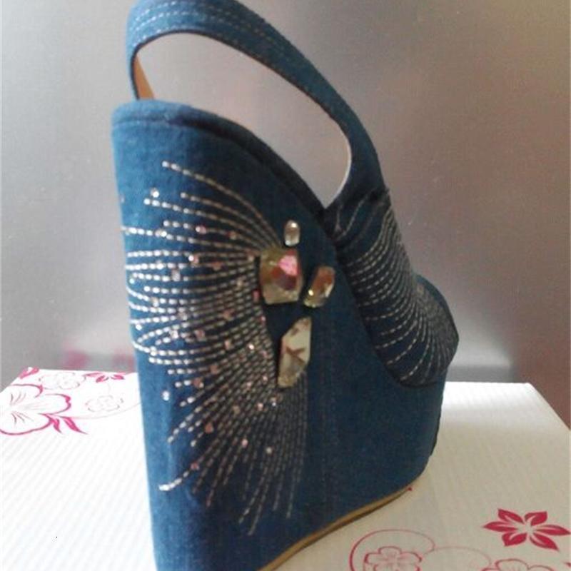 Sandal Gerçek Moda Kadın Strass Yüksek Topuklu Denim Bahar Bombaları Yaz Peep Toe-Kama Ayakkabıları İçin Kayma Bir Düğün Bayramı Giyinmiş Kadın