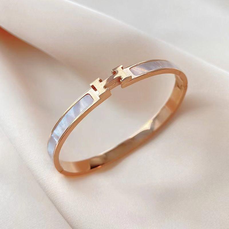 Bangles simples líquido Luz Vermelha Luxo H Branco Fritillary Ins Wind Titanium Steel Bracelet Mulheres Não Fade Fashion