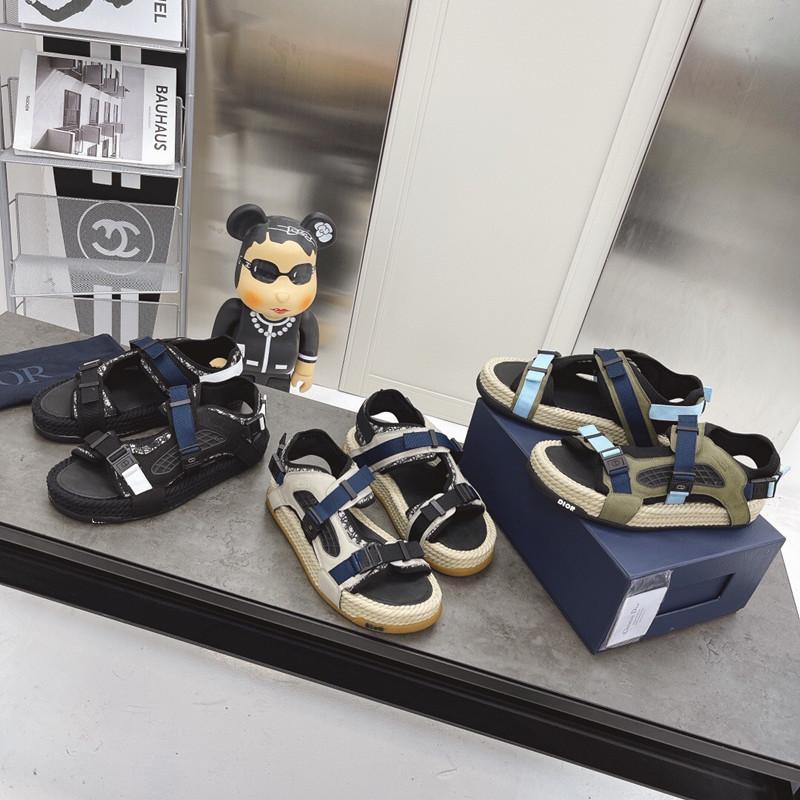 Sandálias de design de luxo com fivela casual e confortável