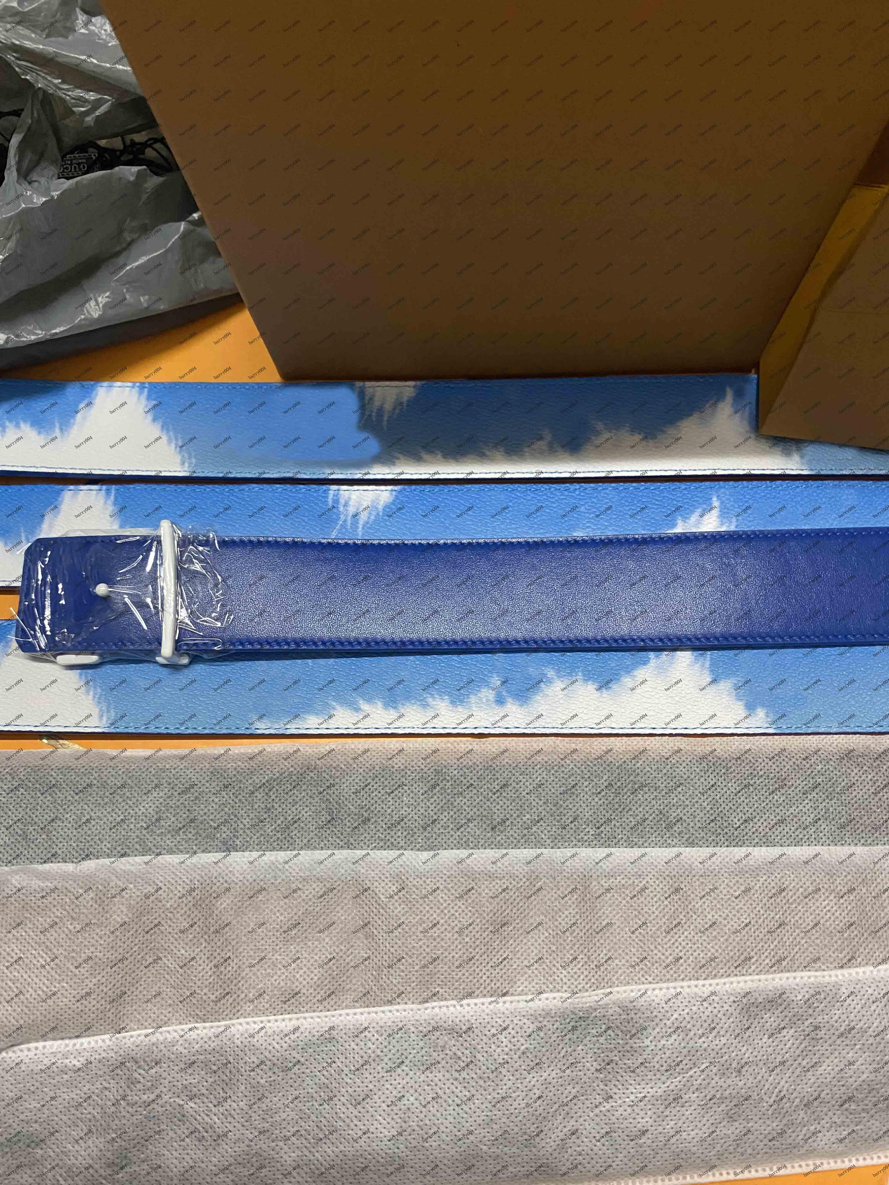 حزام للجنسين من المألوف W إيث السماء الزرقاء ونمط سحابة بيضاء، مشبك بأحرف كلاسيكية