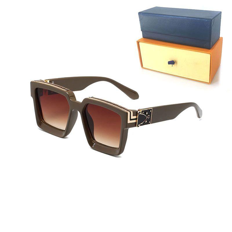 Di buona qualità Luxury Womans Occhiali da sole Moda Mens Occhiali da sole Protezione UV Protezione UV Designer Occhiali da vista Piantone Metallo Cerniera Donne Spettacoli con casi originali Casella