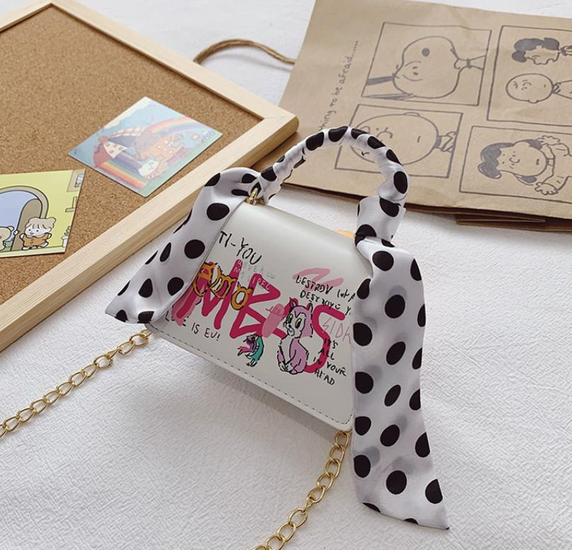 Designer Kinder Seidetschals Handtasche Mädchen Metallkette Messenger Bags Kinder Cartoon Brief Gedruckt Eine Umhängetasche Luxus Frauen Square Geldbörse A6654
