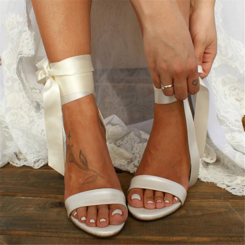 Talons épais Lady Sandales White Ivoire avec ruban à la cheville Bridal Shopping Mariage Chaussures de mariage Pumes élégant en dentelle 8cm bloc