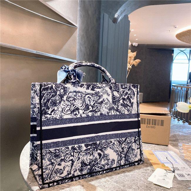 2021 Top Shopping Tasche Handtasche Frauen Luxurys Designer Mode Stickerei Taschen Handtaschen Designer SOLLTE ER HOHE QUALITÄT Kupplungsreisen Gepäck mit Seidenschal