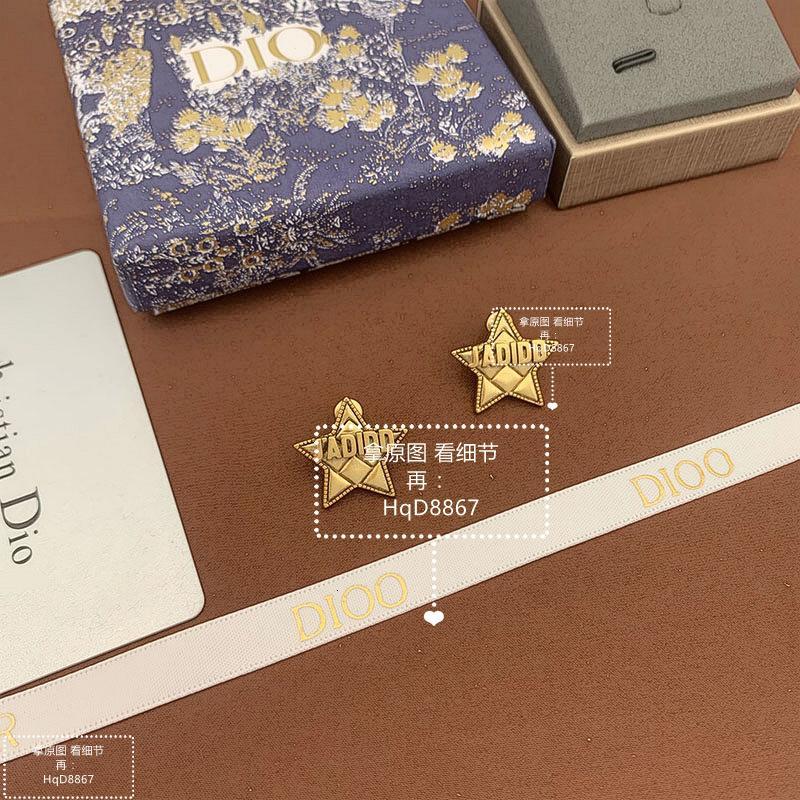 Kuzey Amerika'da D ailesinin yıldızı ve küpeleri