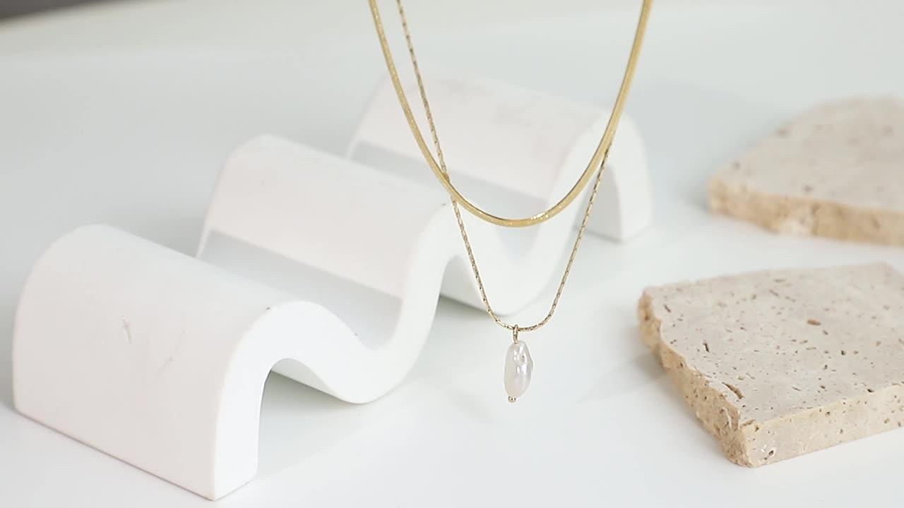Ins novo design 14k banhado a ouro em aço inoxidável jóias dupla camada cadeia de cobra água fresca pérola pingente colar