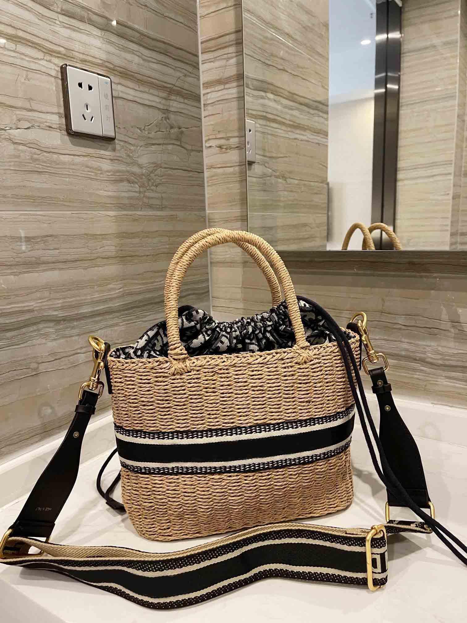 Kadın Tasarımcılar Tote Çanta Luxurys Crossbody Hanbags Wickers El Dokuma Örgü Saman Moda 2021 Hasır Sepet Çanta Yüksek Kalite Toptan